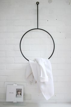 Via Annaleena's Hem | Minimal Circular Rack | Bathroom back and white barefootstyling.com
