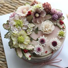 F - Buttercream Flowers Cake Blumenkuchen Online Florists Article Body: Flowers say you care. Gorgeous Cakes, Pretty Cakes, Amazing Cakes, Korean Buttercream Flower, Buttercream Flower Cake, Extreme Cakes, Dream Cake, Rice Cakes, Floral Cake
