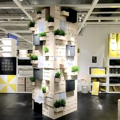 Look what our collegues did! Super Nice MOPPE presentation in one of our vitality area's in the home organization department. Merchandising Ideas, Retail Experience, Blue Box, Commercial Design, Delft, Home Organization, Home Furnishings, Kindergarten, Ikea