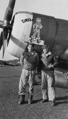 """Conrad Ingold's Jug with assistant crew chief Edwin Marcotte (L) and crew chief Frank """"Moose"""" Mason. VF-H, Ww2 Aircraft, Fighter Aircraft, Fighter Pilot, Military Aircraft, Military Art, Military History, P 47 Thunderbolt, War Thunder, Aircraft Painting"""