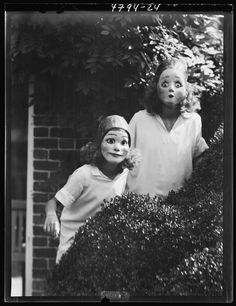 """Vintage Halloween Masks - I think they're supposed to be cute, but to me, they scream """"CREEPY! Vintage Halloween Photos, Halloween Pictures, Vintage Photos, Vintage Photographs, Creepy Halloween, Halloween Masks, Happy Halloween, Halloween Graveyard, Halloween Stuff"""