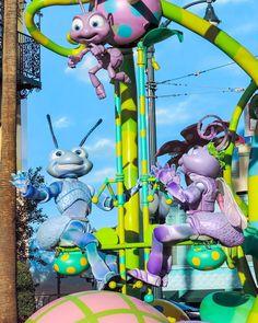 Bugs... just wanna have fun!  #itstoughtobeabug #itsabugslife #flik #pixarplayparade #dca #disneycaliforniaadventure #disneyland #disneyland60 #disneyland60th by my.disney.adventures
