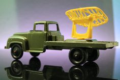 TOOTSIETOY 1956 FORD F700 ARMY RADAR TRUCK with SCREEN VINTAGE MILITARY TOY #oldtoysandcollectables #vintage #toys #TootsieToy #Ford #truck #trucks #army #military