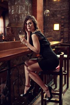 Young woman sitting in the bar. by Mosuno - Stocksy United Portrait Photography, Fashion Photography, Sitting Poses, Foto Casual, Provocateur, Elegantes Outfit, Female Poses, Fashion Shoot, Sexy Legs
