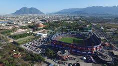 Un día como hoy, de 1985, se hace el anuncio oficial sobre la construcción del nuevo Estadio de Béisbol Monterrey.