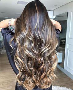 Excellent Balayage Long Hair in This Season - New Best Long Haircut Ideas Balyage Long Hair, Brown Hair With Blonde Highlights, Long Wavy Hair, Long Brunette Hair, Balayage Ombré, Brown Hair Balayage, Hair Color Balayage, Honey Hair, Gorgeous Hair