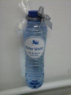 katerwater vergezeld met paracetamol om uw genodigden een kater te besparen