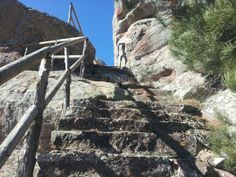 Escalera de subida a Peña de la Cruz picada en el Rodeno