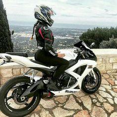 Ridezza - Elite Biker Bekleidung - Girl bike - Bike's For You 🚲 Motorbike Girl, Motorcycle Outfit, Biker Chick Outfit, Girl Bike, Suzuki Motorcycle, Motorcycle Girls, Lady Biker, Biker Girl, Moto Quad