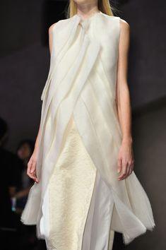 Structured layers & unfinished hems - contemporary elegance; fashion details // Peachoo Krejberg