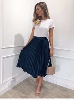 43 Chic Spring Work Outfits Ideas For Women With Short Skirt.- 43 Chic Spring Work Outfits Ideas For Women With Short Skirt 2019 Gorgeous 43 Chic Spring Work Outfits Ideas For Women With Short Skirt 2019 - Spring Work Outfits, Casual Work Outfits, Professional Outfits, Winter Fashion Outfits, Work Fashion, Work Casual, Summer Outfits For Work, Fashion Ideas, Summer Work Clothes