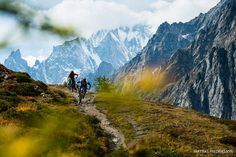 Holger Meyer and Karen Eller riding in Courmayeur, Italy. Pictures Of People, Cool Pictures, Cool Photos, Bike Magazine, Mountain Bike Trails, Bike Parking, Bike Life, The Great Outdoors, Around The Worlds