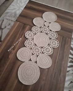 Crochet Rug Patterns, Rugs, How To Make, Decor, Instagram, Craft, Railings, Crochet Rugs, Bed Covers