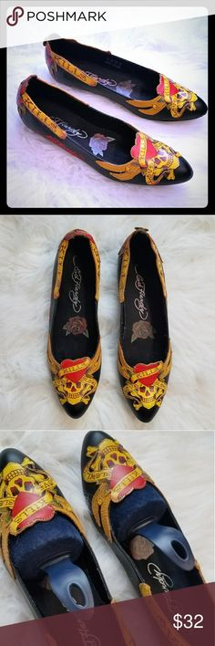 ED HARDY 'Love Kills' Flat Shoes 🆕 w/ one flaw😮 otherwise perfect shape from being stored in a box. A button on the back of the right shoe is missing,but the print it so busy on the shoe you could hardly notice [see picture]. ◾Size: 10 [I am a size 9 and they were a bit too narrow for my toes. I would say an 8.5 or a narrow size 9 will fit this shoe] ◾Style: Love Kills Ed Hardy Shoes Flats & Loafers