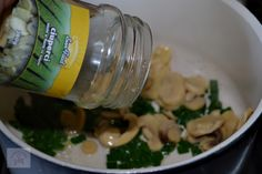 Aperitiv rapid cu ciuperci si brie - CAIETUL CU RETETE Brie, Water Bottle, Drinks, Projects, Food, Drinking, Log Projects, Beverages, Blue Prints