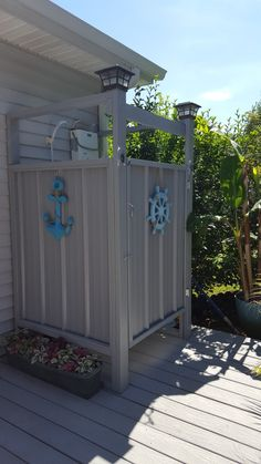 Facts On New Bathroom Showers Do It Yourself Outdoor Pool Shower, Outdoor Shower Enclosure, Outdoor Baths, Outdoor Bathrooms, Small Woodworking Projects, Outside Showers, Outdoor Projects, Outdoor Decor, Garden Shower
