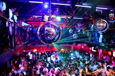 Le You is één van de hipste clubs in Brussel en de ultieme plek om helemaal los te gaan.