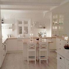 60 small kitchen ideas that will inspire you 03 ~ Design And Decoration Home Decor Kitchen, Interior Design Kitchen, Kitchen Living, Country Kitchen, Home Kitchens, Kitchen Ideas, Home Living, Cuisines Design, Küchen Design