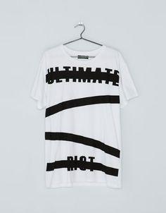 Bershka España - Camiseta manga corta mensaje Urban Fashion, Mens Fashion, Fashion Outfits, Hang Ten, Mens Half Sleeve, Urban Style Outfits, Mens Tees, Cool T Shirts, Shirt Designs