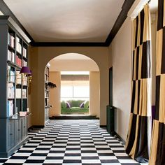 couloir - sol - damier noir et blanc - pose droite