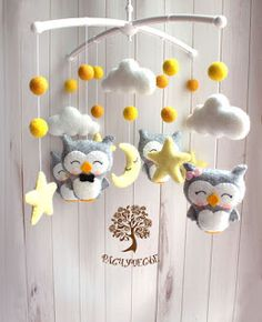 giostrina da culla in feltro con gufi luna e stelle Felt Crafts Diy, Thinking Outside The Box, Handmade Toys, Twinkle Twinkle, Baby Room, New Baby Products, Christmas Crafts, Nursery, Baby Shower