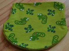 Gut dehnbare Halssocke für Kopfumfang 49-53inGrün mit lustigen Chamäleons und Fröschen.Sieist aus weichem Jerseygearbeitet. Das Futter besteht aus k