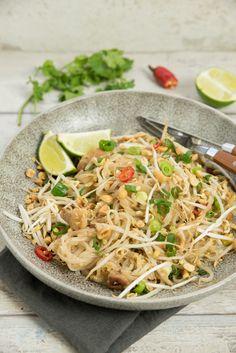 Pad thai met kip - Keuken♥Liefde Thai Recipes, Asian Recipes, Healthy Recipes, Phad Thai, Caribbean Recipes, Caribbean Food, Low Carb Brasil, Asian Kitchen, Good Food