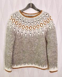 ― Karolina Brobergさん( 「Tack så mycket för all fin respons för min version av tröjan Telja! Hand Knitted Sweaters, Sweater Knitting Patterns, Knit Patterns, Fair Isle Knitting, Hand Knitting, Pull Jacquard, Icelandic Sweaters, Loose Sweater, Knitting Projects