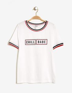 "White ""chill babe"" print T-shirt woman • Jennyfer Casual Tops For Women, Blouses For Women, Mens Tops, Ellesse, T Shirt Women, Pastel Shirt, Salopette Jeans, Clothing Patches, Tee Design"