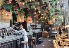 Au cœur de Puteaux, le restaurant Eugène Eugène est une serre qui se ...