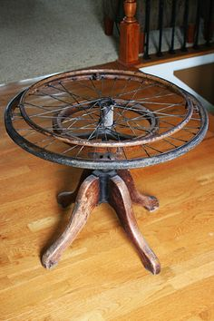 Mamie Jane's table made from old wheelchair, stool, and piece of glass.BE CREATIVE! Repurposed Items, Upcycled Vintage, Refurbished Table, Petites Tables, Found Object Art, Trash To Treasure, Metal Chairs, Furniture Inspiration, Repurposed Furniture
