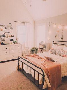 - Wohnaccessoires 𝙚𝙙𝙞𝙩𝙚𝙙 𝙗𝙮 @ 𝙝.ð … – Wohnaccessoires 𝙚𝙙𝙞𝙩𝙚𝙙 𝙗𝙮 @ 𝙝… ?ð … – Wohnaccessoires 𝙚𝙙𝙞𝙩𝙚𝙙 𝙗𝙮 @ 𝙝𝙖𝙣𝙣𝙞𝙮𝙖𝙝𝙖𝙯𝙞ð Cute Bedroom Ideas, Cute Room Decor, Room Ideas Bedroom, Girl Bedroom Designs, Home Bedroom, Master Bedroom, Bedroom Inspo, Bedroom Rugs, Master Suite
