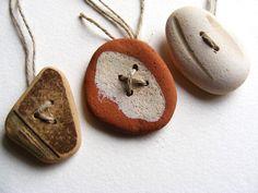 buttons = found scottish beach pottery + drilled holes http://diariodiunrestauro.altervista.org/