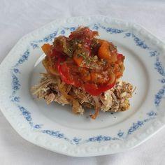 Välipalavoileipä. Pulled pork ja chili- ja paprika confit.  #pulledpork #välipala #voileipä #sormiruoka #chili #itsetehty #ruokablogi #ruoka#kotiruoka #herkkusuu #lautasella #Herkkusuunlautasella#ruokasuomi