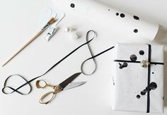 Splash it | 15 Stunning Gift Wrapping Ideas For The Minimalist In You
