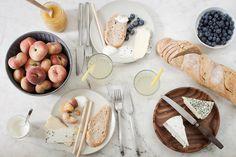 A little Summer Food | SVENJA PAULSEN - Vineyard peaches, blueberries, Ziegenbrie, garlic cheese, honey, fresh cream, baguette, Crissini and lemonade