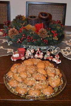 Μελομακαρονα Greek Sweets, Greek Desserts, Desserts Menu, Greek Recipes, Dessert Recipes, Christmas Sweets, Christmas Baking, Christmas Cookies, Greece Food