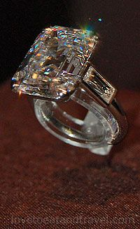 """Princess Grace of Monaco Diamond Engagement Ring. Grace Kelly wore her diamond engagement ring on the set of her last film, the 1956 movie """"High Society"""" before she became Princess of Monaco. Cartier Jewelry, Royal Jewels, Crown Jewels, Emerald Cut Diamonds, Baguette Diamond, Schmuck Design, Diamond Are A Girls Best Friend, Personalized Jewelry, Personalized Invitations"""