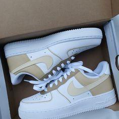 Cute Nike Shoes, Cute Nikes, Jordan Shoes Girls, Girls Shoes, Souliers Nike, Nike Shoes Air Force, Nike Air Force Beige, Nike Air Force 1 Outfit, Air Force Sneakers