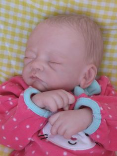 OPEN MOUTH reborn baby girl, Holds a full pacifier, Faux formula bottle, ready to ship! Reborn Baby Girl, Reborn Babies, Large Blankets, Welcome Baby, Hair Painting, Hadley, New Parents, Cuddling, Hand Knitting