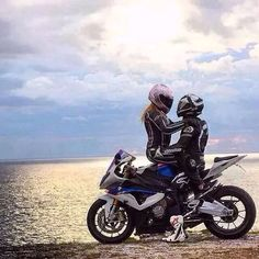 Bikers are full of histories. And the best way to express biker feelings is with MEMES! Check out the best sport motorcycle memes. Bike Couple, Motorcycle Couple, Biker Chick, Biker Girl, Motorcycle Memes, Biker Love, Biker Quotes, Photo Couple, Sportbikes