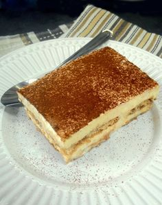 O Tiramisú é uma das sobremesas italianas mais famosas do mundo. É mais ou menos uma versão internacional do nosso tradicional pavê, montado com biscoitos champagne embebidos no café intercalados c…
