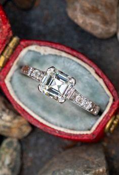Emerald Cut Diamond Antique Engagement Ring. Sku REM17525.