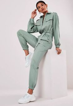 Up your jumpsuit game with hundreds of styles and finishes for any occasion. Explore our women's jumpsuit collection now for a super effortless look. Fashion Mumblr, Fashion Line, Autumn Fashion, Fashion Outfits, Sport Outfits, Casual Outfits, Iranian Women Fashion, Jogging, Sitting Poses