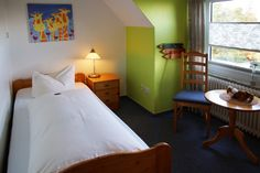 Einzelzimmer. Hotel Ostfriesland in Norden - Norddeich Deutschland. Single room in Hotel Ostfriesland, North Sea, Germany.