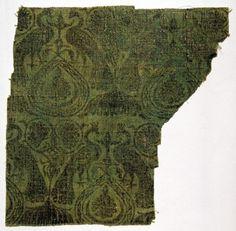 Second half 14th c., Germany, Rhineland. Extant fragment. Black? on green linen; 28 cm long 27 cm wide.  Museum of Applied Arts, Budapest, Hungary, No. 7283  http://collections.imm.hu/gyujtemeny/szovettoredek-nyomott-mintaval-pavaparokkal/7690