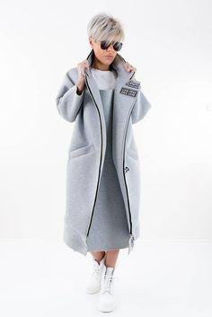Maxi Coat, Winter Coat, Long Coat, Grey Neoprene Coat, Trench Coat Women, Plus Size Coat, Rain Coat, Coat Women  ts Oversize! its Grey!! its extravagant! Its COMFORTABLE! The coat you can wear every season, with different bottom and tops. Made of Neoprene  The model wear size S