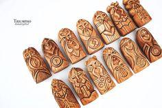 Conjunto de dioses escandinavos. Estatuas de madera: Odin