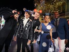 Pentatonix at Disney I AM SURPRISED THE WORLD DIDN'T EXPLODE FROM THE AMOUNT OF AWESOMENESS!!!