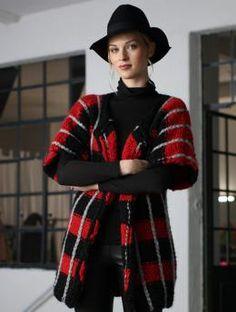 Weite Damenjacke mit Streifen, W0006 - Gratisanleitung: Sind Sie auf der Suche nach einem ganz besonderen Highlight für Ihren Kleiderschrank? Diese Damenjacke aus Schachenmayr select Alegretto besticht durch sein schickes Streifenmuster. Damit fallen Sie garantiert auf!